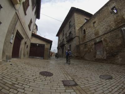 Entrando en Salinas de Añana.